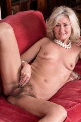 Ellen B. Стройная блондинка в белье
