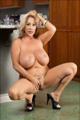 Kandi Cox. Блондинка с большими сиськами