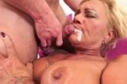 Кончил зрелой даме в рот